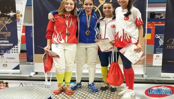 Азербайджанская фехтовальщица завоевала серебро