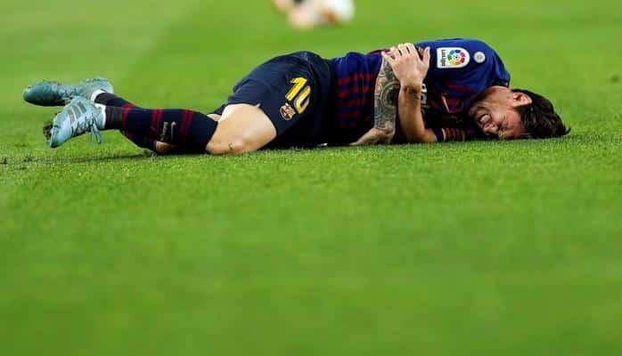 Lionel Messi aldığı zədə səbəbindən oyunu erkən tərk edib