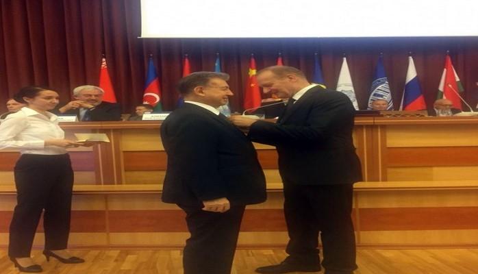 Akademik Akif Əlizadə Belarusda medalla təltif edilib