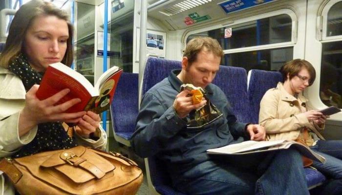 Seyahat Sırasında Kitap Okuyana Ücretsiz Ulaşım