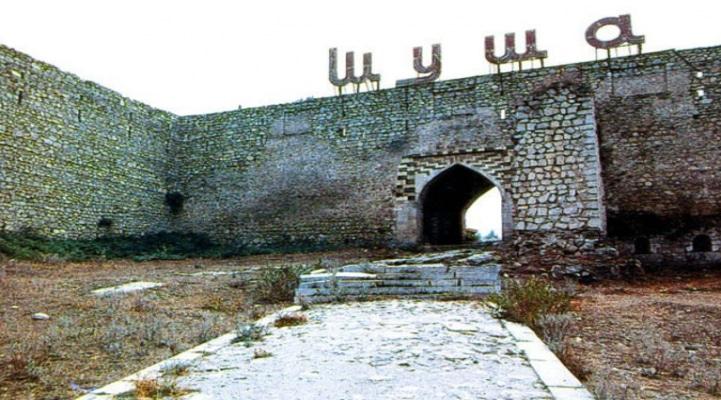 Община: За планами Армении 'восстановить' памятники в Карабахе стоят гнусные намерения