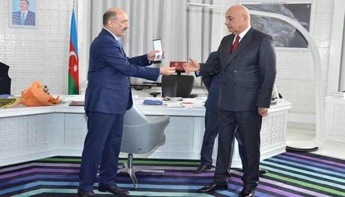 """Ədalət Vəliyevə """"Əmək"""" ordeni təqdim edildi"""