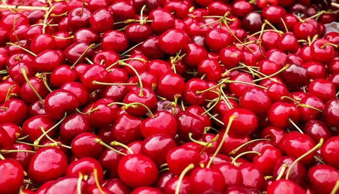 Медики рассказали о влиянии вишневого сока на организм человека