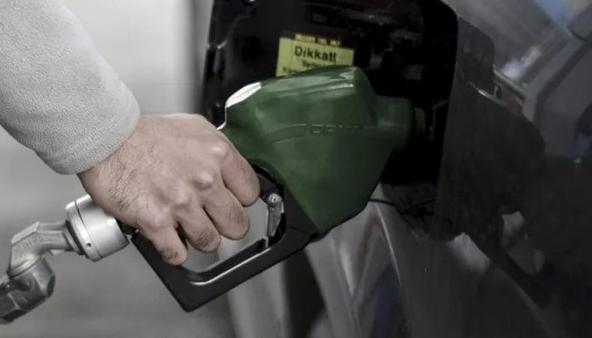 Benzine bu geceden geçerli zam bekleniyor
