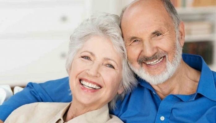 Yaşlı insanlara münasibət nədən asılıdır?
