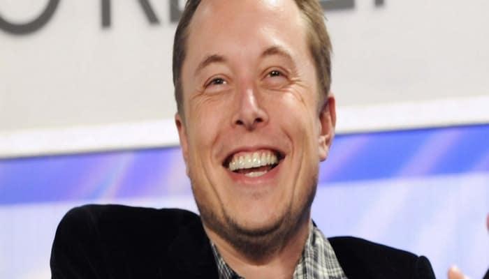 """Elon Musk: """" Üniversite ve Kolej bilgi  için değil  eğlence için gerekli""""."""