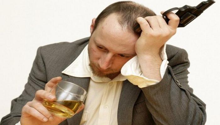 'Depresyonu alkolle 'tedavi etmek', risklerini iki katına çıkarır'