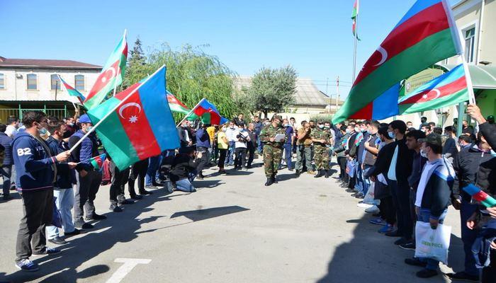 Десятки тысяч граждан Азербайджана хотят добровольно участвовать в боевых действиях - Минобороны