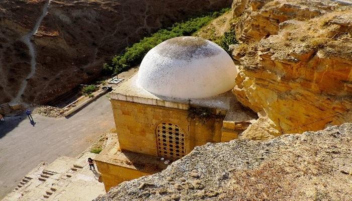 Дири-Баба: уникальный памятник древнего зодчества в Азербайджане