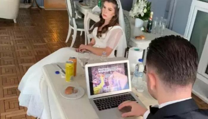 Düğününe laptop götürüp, oyun oynayan damat!