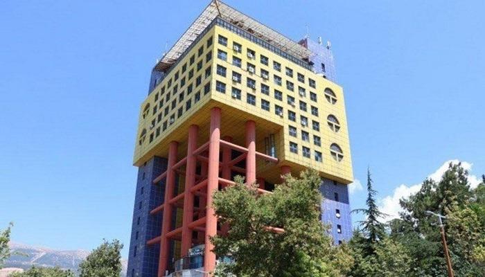 """""""Dünyanın en saçma binası"""" olarak anılan gökdelen nerede, hangi şehirde?"""