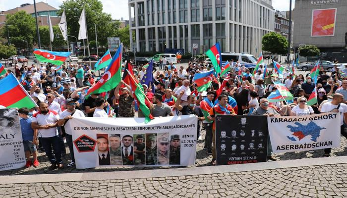 Düsseldorfda yaşayan azərbaycanlılar ordumuza dəstək oldu