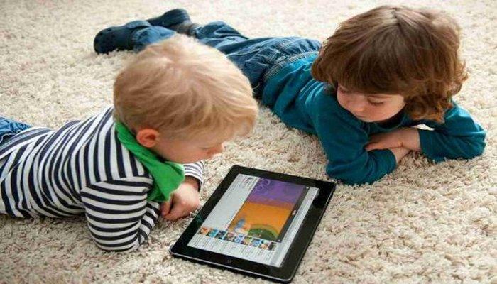 ВОЗ: Гаджеты представляют опасность для детей до 5 лет