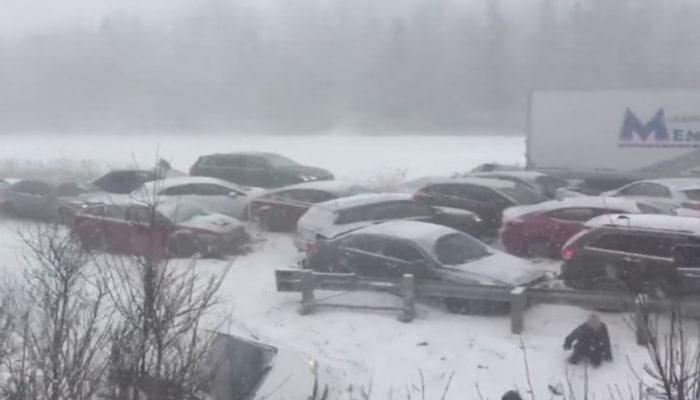 В Канаде столкнулись 200 автомобилей