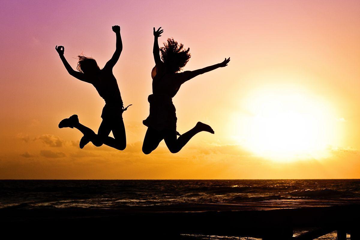 Ученые выявили связь между смехом и здоровьем в старости