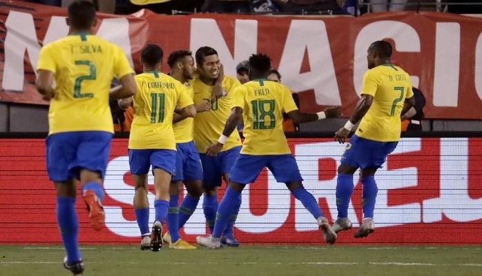 Сборная Бразилии по футболу в товарищеском матче обыграла команду США