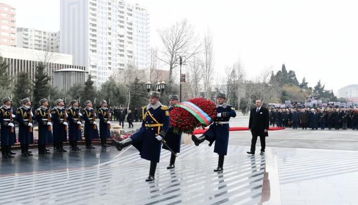 """İlham Əliyev və Mehriban Əliyeva """"Ana harayı"""" abidəsini ziyarət edib"""