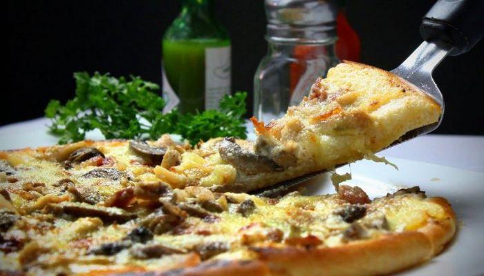 Быстро, просто и вкусно: как приготовить пиццу прямо на сковородке