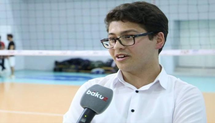 Юный азербайджанец точно воспроизводит речь комментаторов