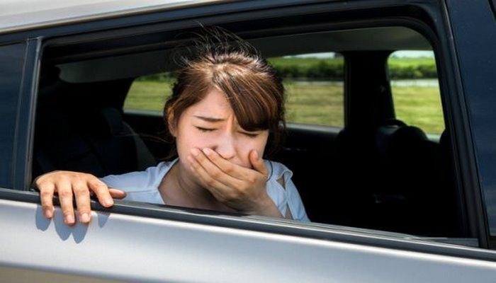 Ученые рассказали о причинах плохой переносимости поездок в автомобиле