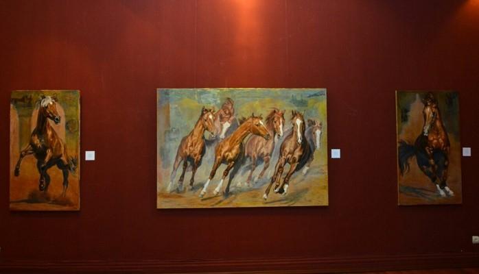 Latviya rəssamının Qarabağ atlarına həsr etdiyi tablolardan ibarət sərgi açılıb