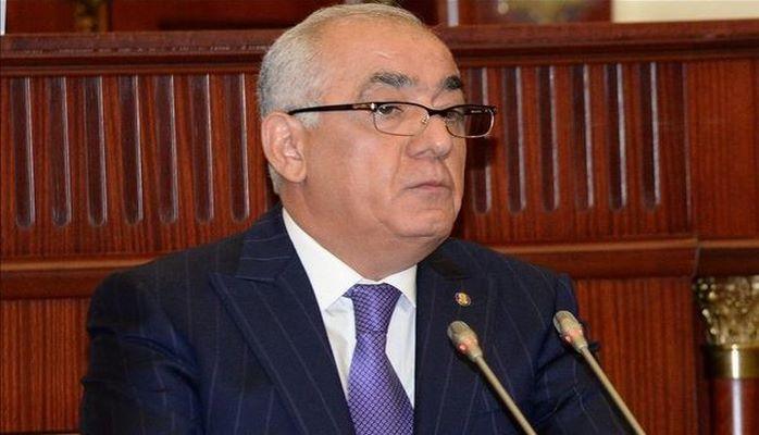 Али Асадов принимает участие в заседании парламента