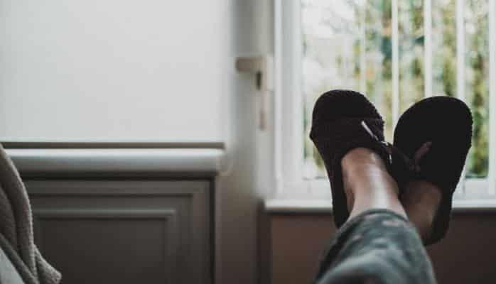 Специалисты рассказали: Как носить домашние тапочки, чтобы не навредить здоровью