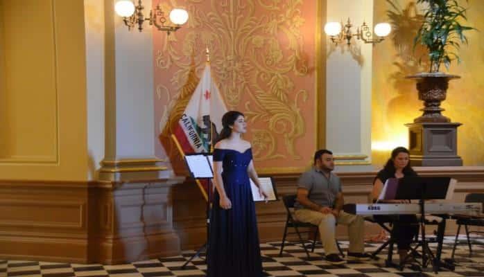 В Сенате штата Калифорния впервые была представлена азербайджанская музыка