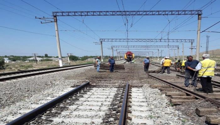 """На железных дорогах Азербайджана продолжается установка новых """"стрелок"""""""