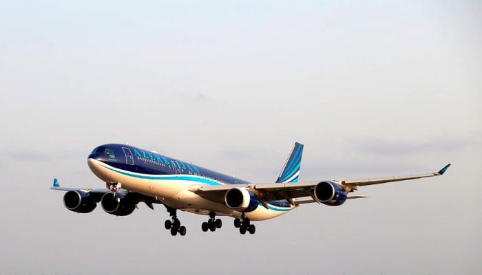 Самолет AZAL вернулся в аэропорт из-за технической неисправности