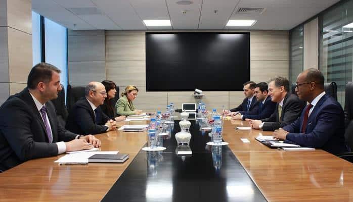 Азербайджан играет важную роль в диверсификации энергетических источников и маршрутов - Джордж Кент