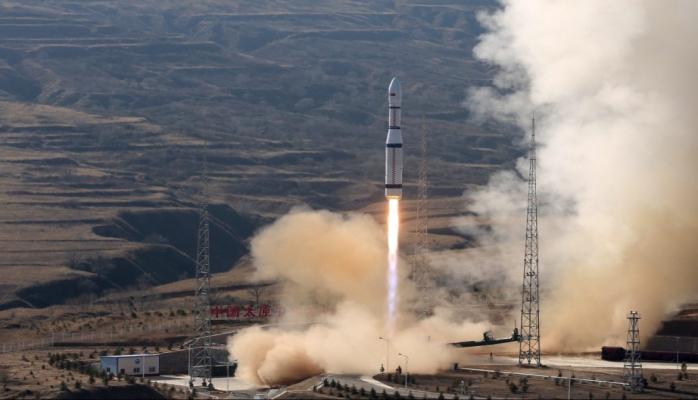 Çin bir gündə orbitə 6 peyk çıxarıb