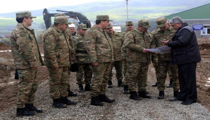 Министр обороны Азербайджана побывал на строящихся военных объектах в прифронтовой зоне