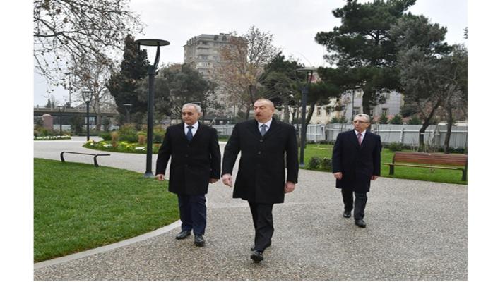 Президент Ильхам Алиев ознакомился с работами по реконструкции, проведенными в еще одном парке Баку