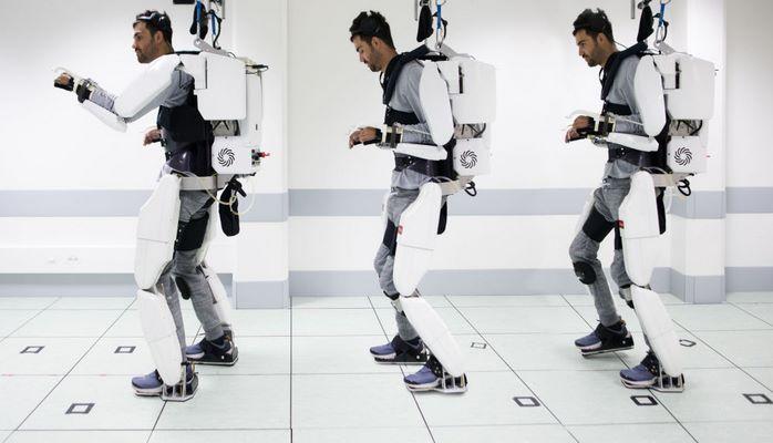 Dış iskelet yardımıyla 4 yıl sonra yeniden yürüdü: 'Ay'daki ilk insan olmak gibi' dedi
