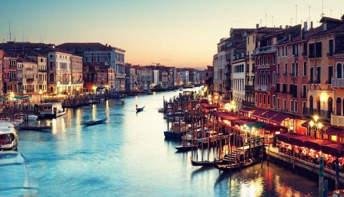 Venesiyaya bir həftədə 1 milyardlıq zərər...