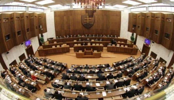 Парламент Словакии по ошибке запретил исполнение в стране иностранных гимнов