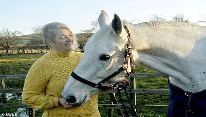 Лошадь нашла у наездницы онкологию и спасла ей жизнь