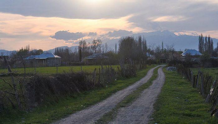 Село Гапанлы: через забор можно увидеть армян