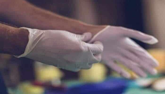 Минздрав Азербайджана прокомментировал ситуацию с защитными перчатками