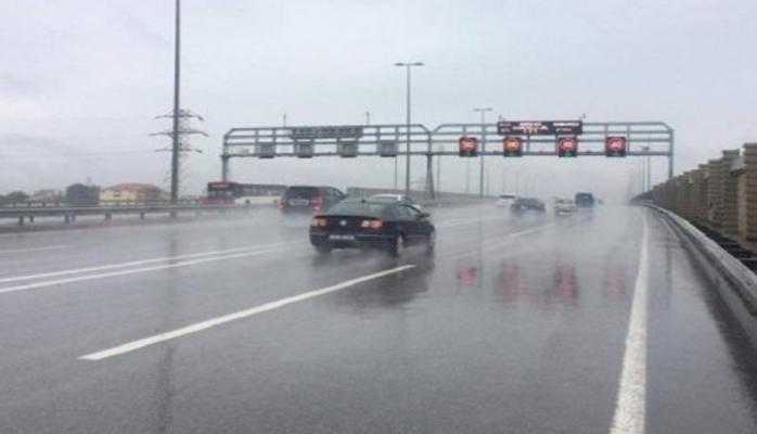На двух автомагистралях Баку снижена скорость движения