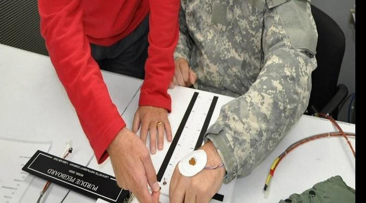 ABŞ Ordusu əlcək olmadan əlləri isti saxlayan qurğu yaradır