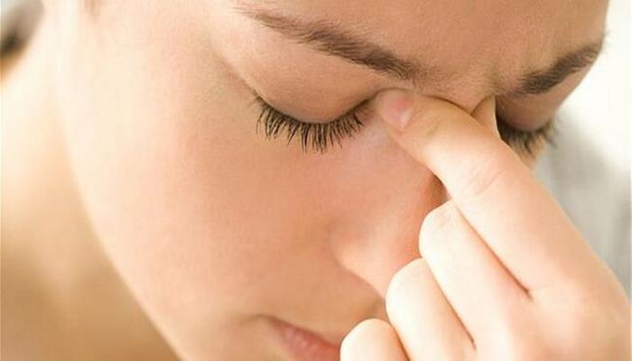 Ensede ağrıya dikkat! Sinüzit belirtisi olabilir