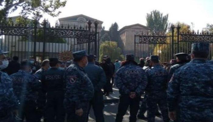 Ermənistan müxalifəti Milli Qurtuluş Komitəsi qurdu