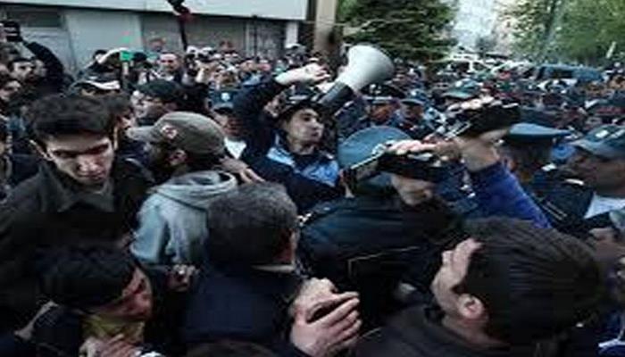 """Ermənistanda vətəndaş müharibəsi... !- """"Paşinyan iqtidarı çökmək üzrədir"""""""