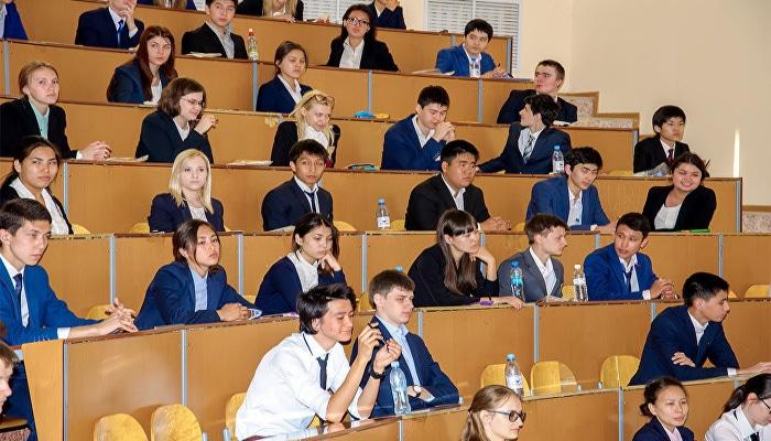 В Азербайджане 72% студентов разрешили перевестись из вуза в вуз