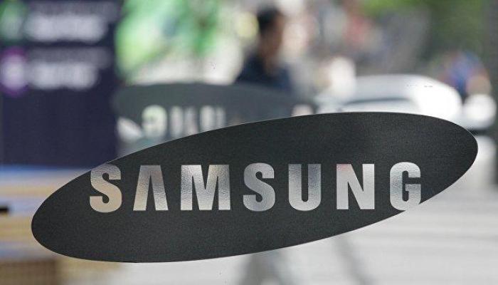 Samsung разрабатывает складывающийся в квадрат телефон