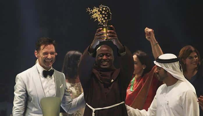 Монах-францисканец из Кении получил премию в $1 млн как «лучший учитель в мире»