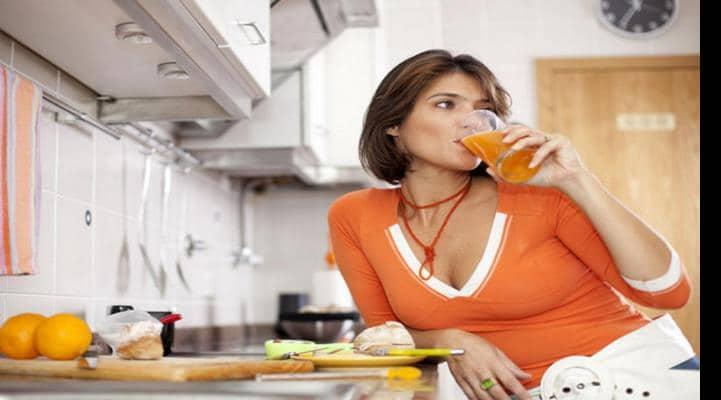 Гастроэнтеролог рассказала, можно ли запивать еду
