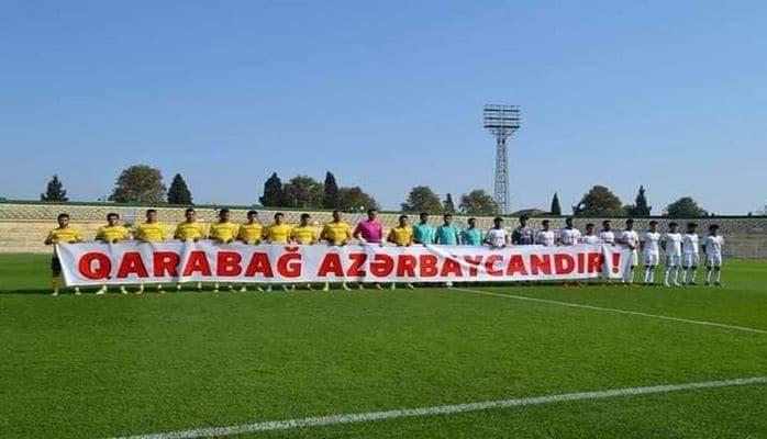 """Gəncəli futbolçulardan """"Qarabağ Azərbaycandır!"""" plakatı"""